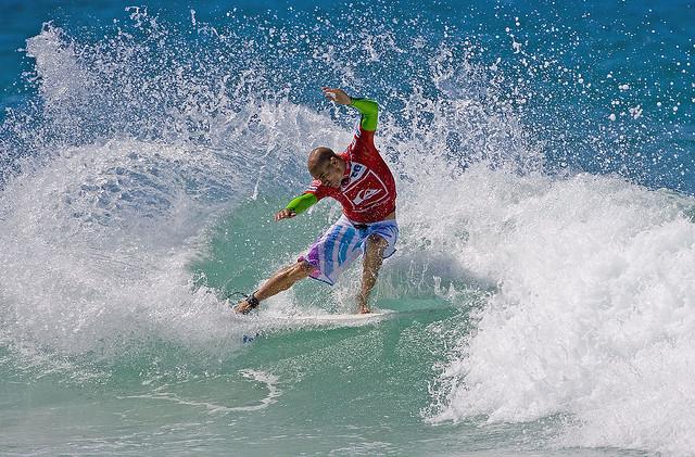 Snapper Rocks surfing
