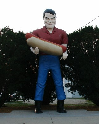 Paul Bunyan with a hot dog, Atlanta IL on old Route 66 (Scarborough photo)